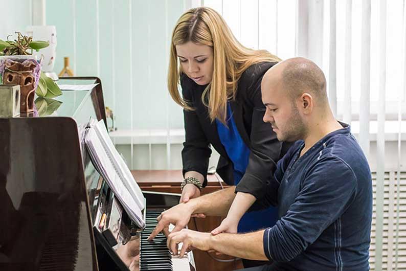 Обучение взрослых игре на фортепиано