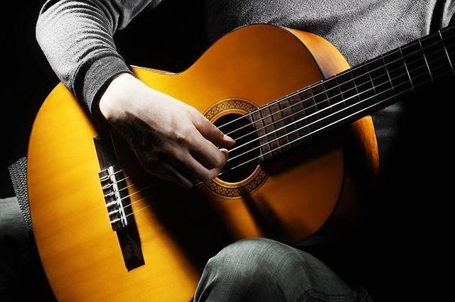 Как научиться играть аккорды на гитаре?