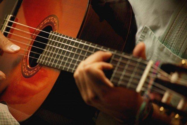 Как быстро научиться играть на гитаре?