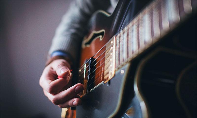 Как настроить гитару без камертона