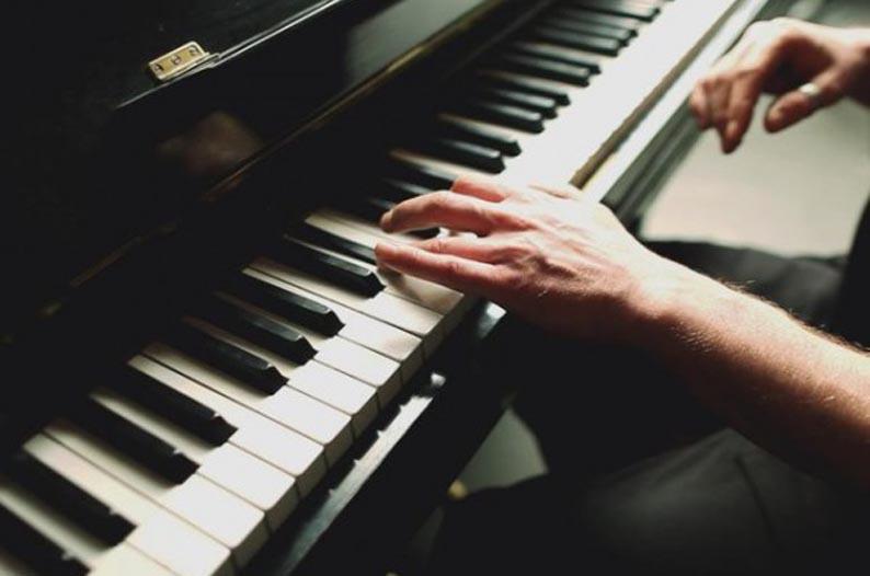 Как научиться играть на фортепиано